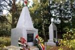 Братская могила в поселке Лесной городок