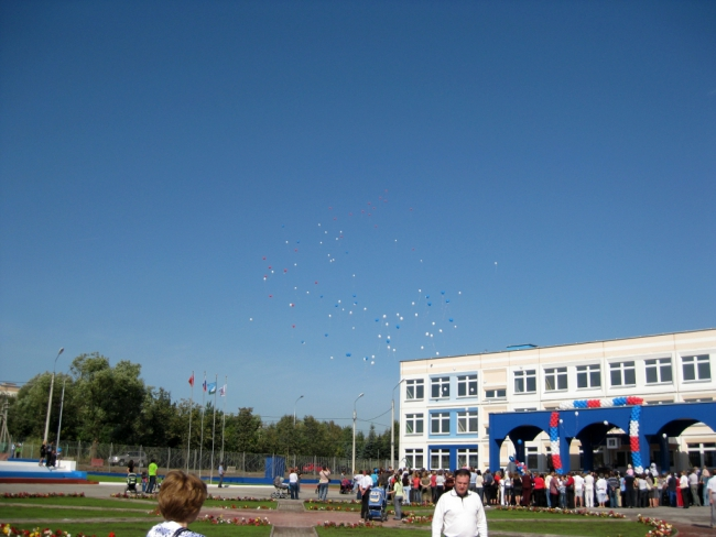Фото с открытия 05.09.09 школы в пос. ВНИИССОК-Дубки