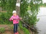 Дочка - главный рыбак в нашей семье