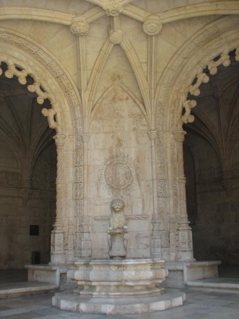 Монастырь Жеронимушь. Фонтан.