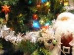 Замаскировалась под Новогоднюю игрушку - типо партизанка:-)