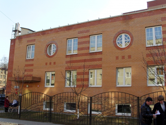 Лесногородская школа искусств. Левое крыльцо
