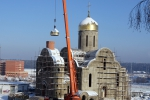Установка куполов на храме в Лесном городке