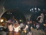 В гостях у пивовара... И музыканты и девушки танцуют на столах