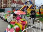 """Детская железная дорога на празднике Дня Поселения на набережной в ЖК """"Дубки"""""""