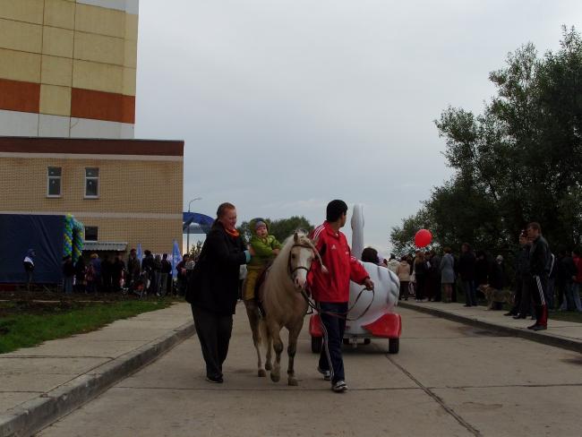 "Катание на лошадях на празднике Дня Поселения по набережной в ЖК ""Дубки"""