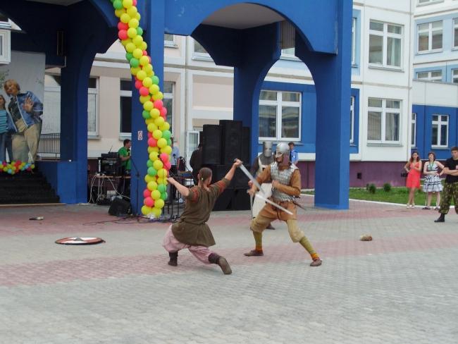 """Фрагмент-6 праздничного выступления в Дубковской СОШ """"Дружба"""""""