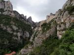 Монастырь Монтсеррат в Каталонии. Вид снизу...