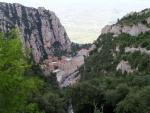 Монастырь Монтсеррат в Каталонии. Вид сверху...