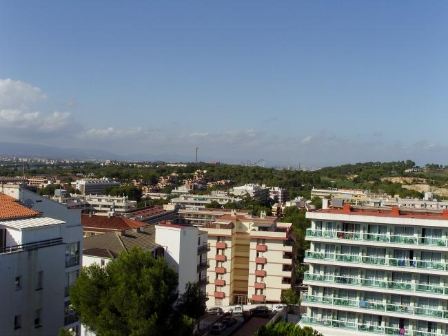 Вид на ПортАвентуру из города Салоу
