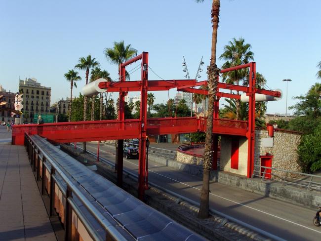 Барселона. Вот такие там пешеходные мосты над дорогами
