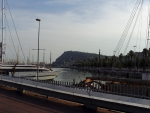 Барселона. Яхты, набережная и памятник Колумбу вдалеке