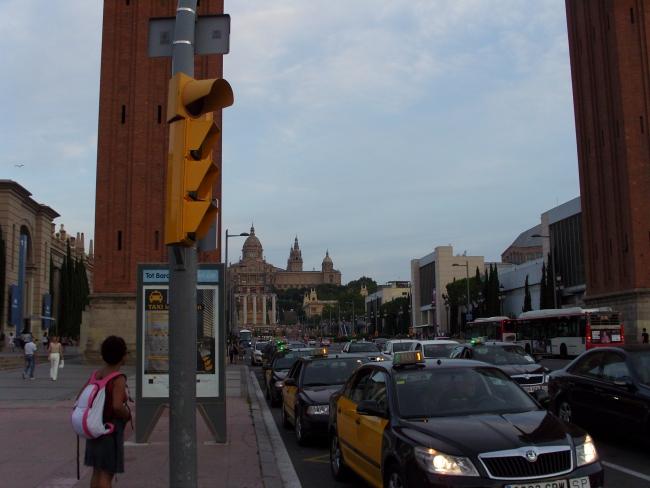 Барселона. Жёлтый светофор