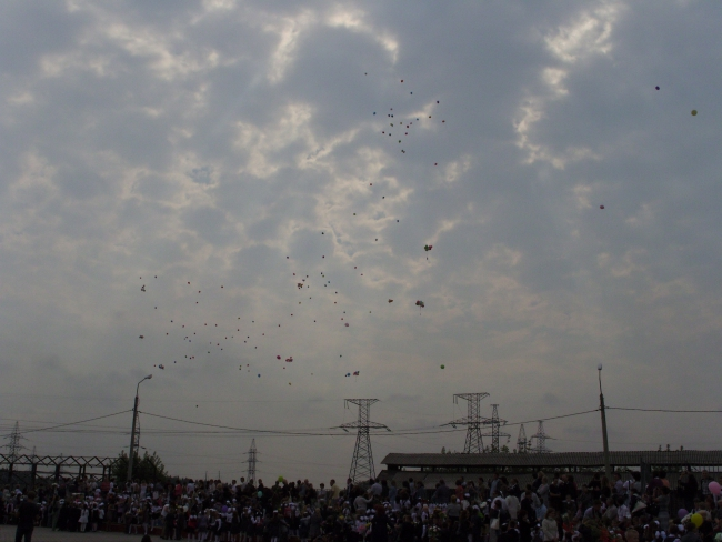 """СОШ """"Дружба"""" пос.ВНИИССОК. 1 сентября. И шарики в небо взлетели..."""