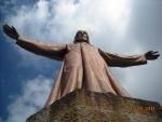 Статуя Христа, открывающего объятия миру