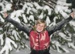 В снегу под елкой2